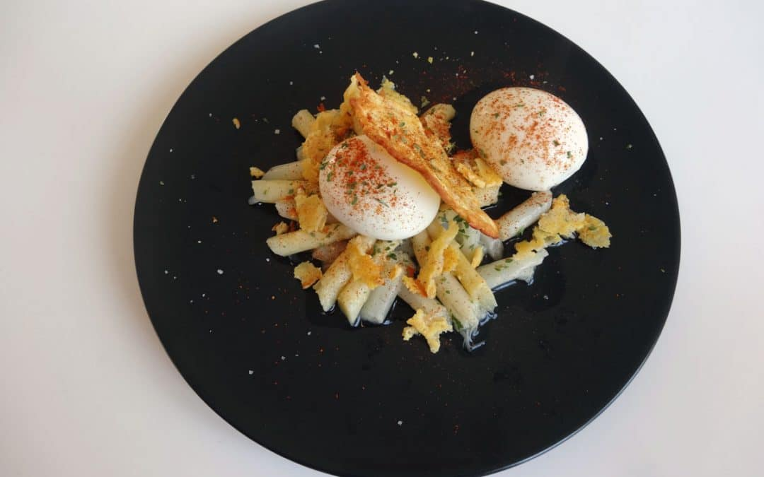 Lit d'asperges & œufs mollets